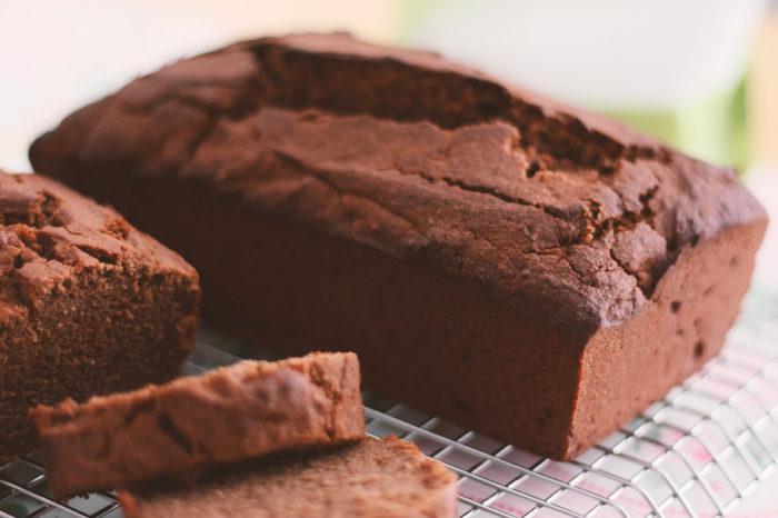Gesunder, saftiger und veganer Schokoladenkuchen ohne Zucker - was will man mehr? #schokoladig #zuckerfrei #diät #ernährung