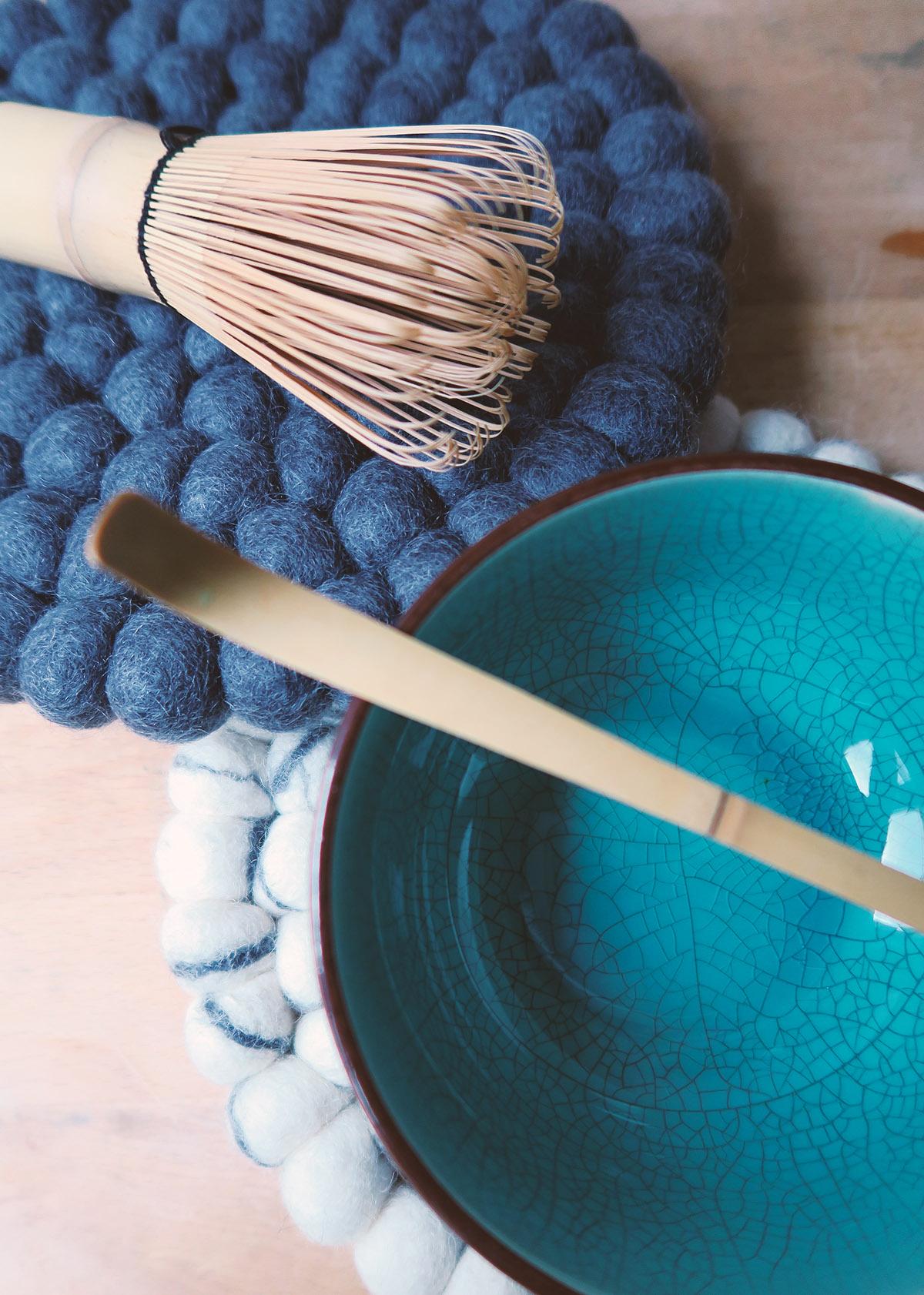 erfahrung test mit matcha tee set besen spatel bambus. Black Bedroom Furniture Sets. Home Design Ideas