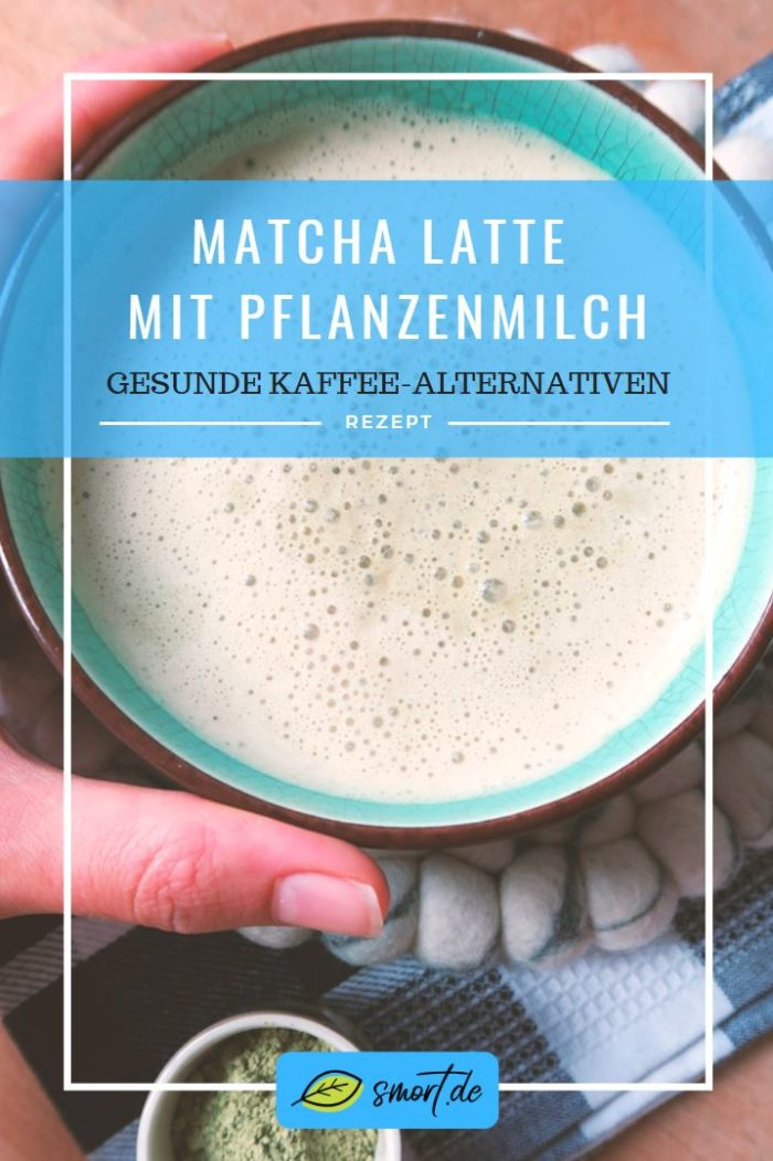 Rezept: Vegane Matcha Latte selber machen als gesunde Kaffee-Alternative mit viel Koffein - Zubereitung mit Pflanzenmilch (ob Mandelmilch, Hafermilch oder Nussmilch) warm oder kalt zu genießen - schnell & einfach - Vorteile von Matcha: hohen Wert an Antioxidantien, Vitamine, Mineralien, stärkt das Immunsystem und wirkt entzündungshemmend - macht wach, langsame belebende Wirkung und steigert die Konzentration | Zuckerfreie Getränke | Recipe
