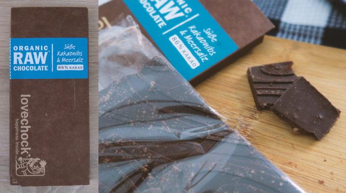 LOVECHOCK Süße Kakaonibs & Meersalz Schokolade mit Kokosblütenzucker Test