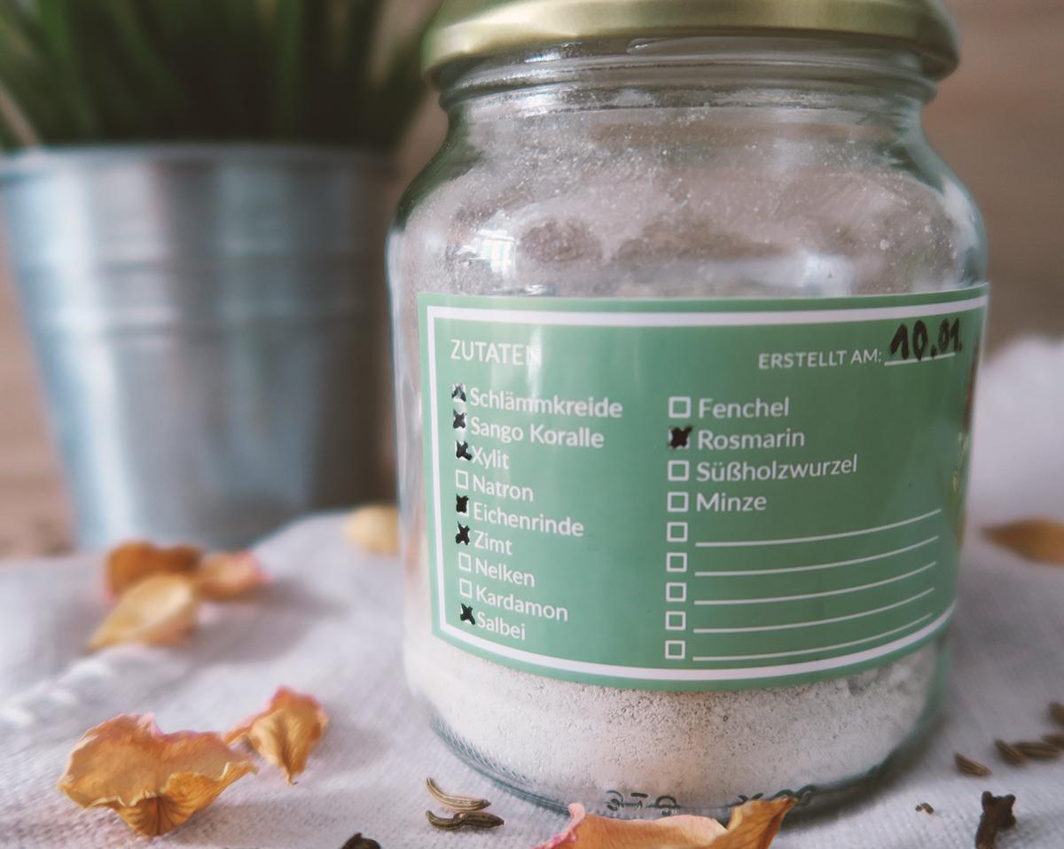 Zahnpulver selber machen - Karies heilen, Plaque entfernen & Zahnfleisch stärken | DIY | Freebies: Checklisten und Etiketten zum Download
