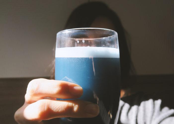 Bio Energy Drink mit Spirulina blau | Anleitung für gesunden Energy Drink selber machen mit natürlichem Koffein (Guarana & Matcha) | Rezepte für koffeinhaltige Getränke & gesunde Kaffee-Alternativen | DIY