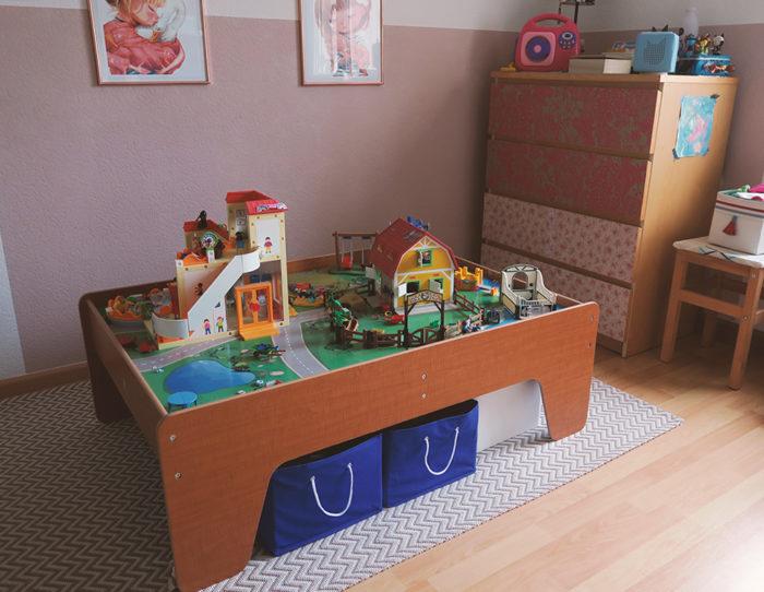 Spieltisch für mehr Ordnung im Kinderzimmer: Tolles Geschenk für Kinder zum 4. oder 5. Geburtstag